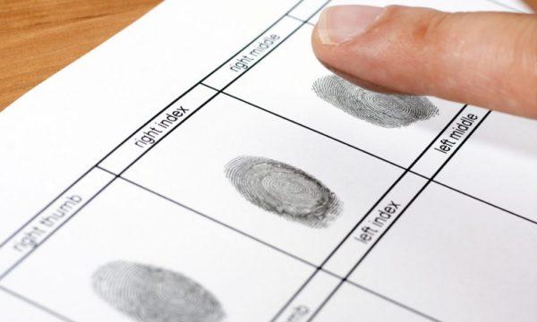 Huellas dactilares en certificado de antecedentes del FBI