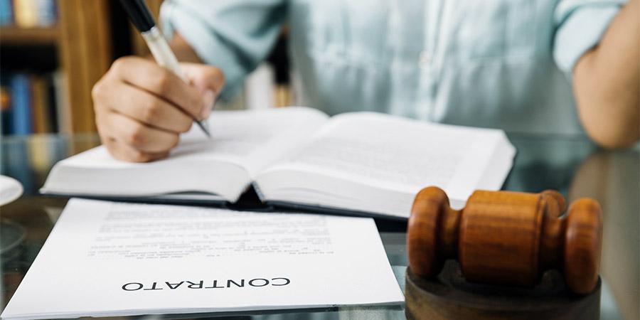 ¿Qué hacer si falsificaron mi firma en un contrato?
